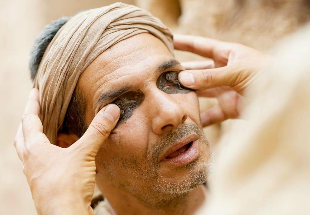 man-born-blind-mud