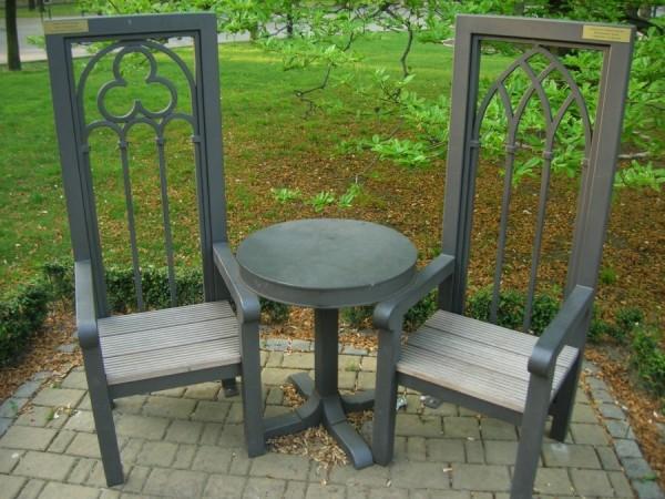 zdjecie60026442520120501stol-i-dwa-krzesla